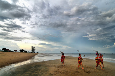 http://www.wisatakalimantan.com/2016/07/keindahan-pantai-ujung-pandaran-sampit-kalimantan-tengah.html