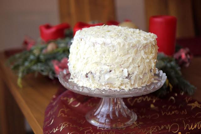 Lebkuchentorte mit Zimtpflaumen und weißer Schokolade | Rezept | Backen