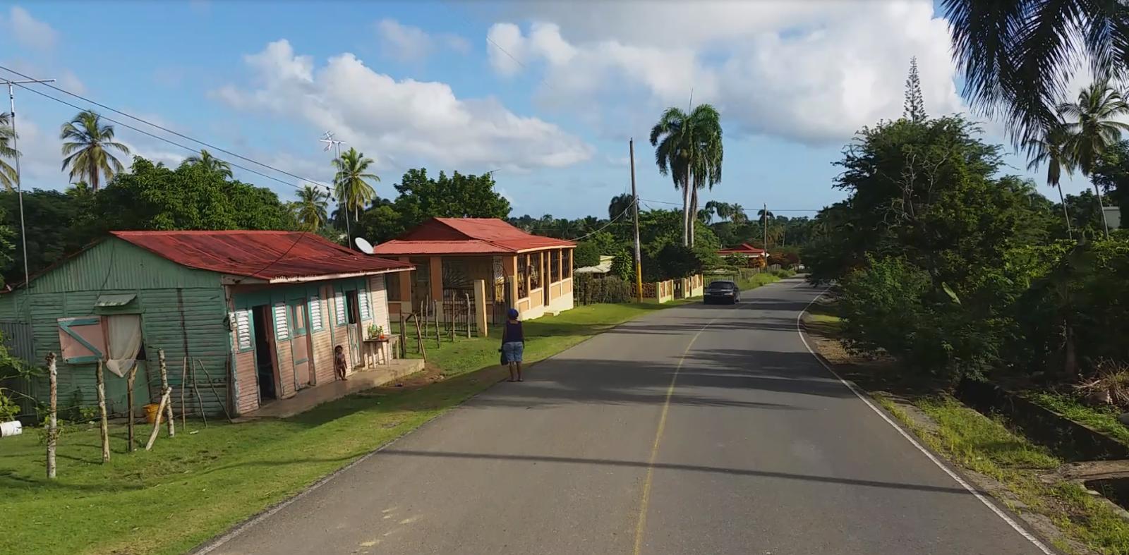 Codzienne życie Dominikańczyków Kolorowe domki i piękna zieleń