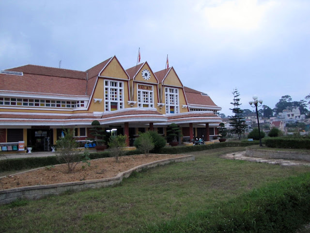 La costruzione della stazione ferroviaria di Dalat, Vietnam
