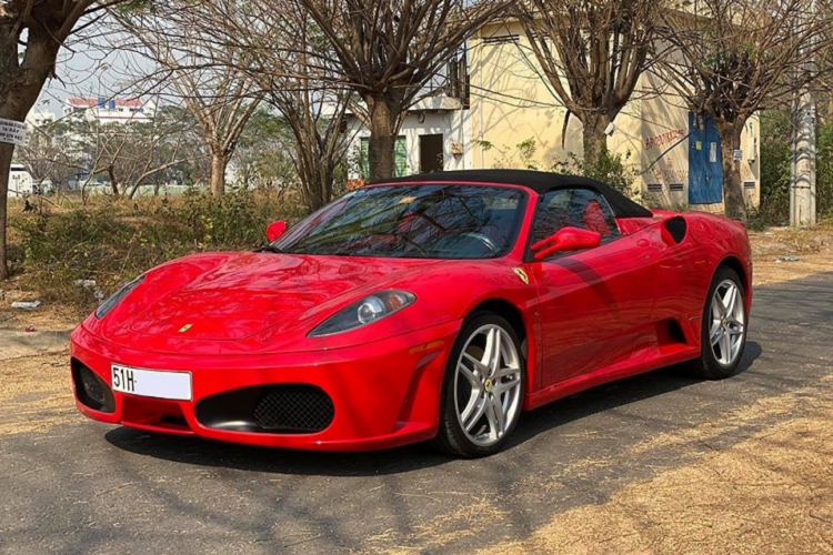 Đại gia Sài thành cưỡi 'ngựa' Ferrari F430 lên Đà Lạt tránh nóng