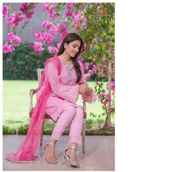 Beauty in Pink | Ayeza Khan Awesome Clicks in Pink Dress