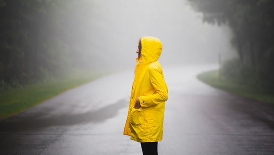 Tips Mengatasi Jas Hujan Yang Kaku