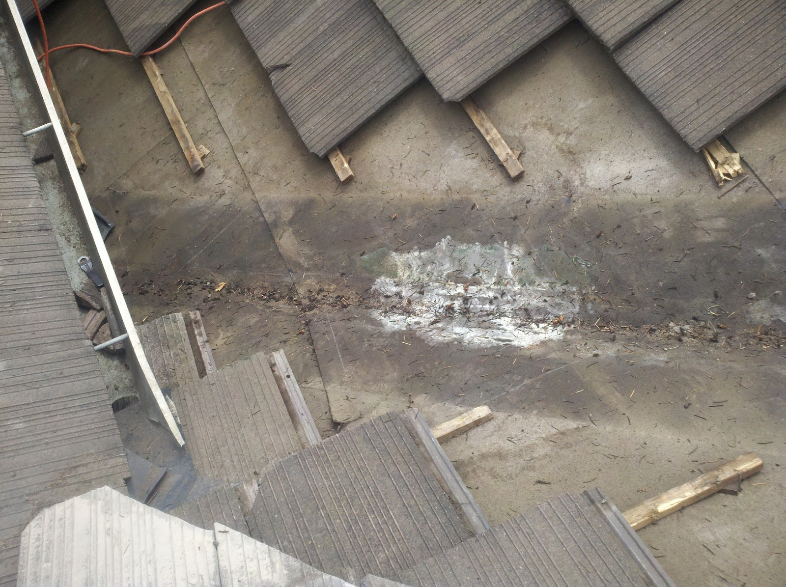 Repair Roofing Felt Under Tiles 12 300 About Roof