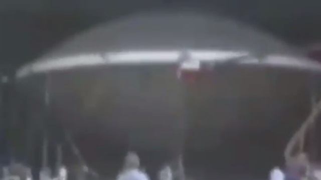 Flying-Saucer-Filmed-Inside-Hanger.