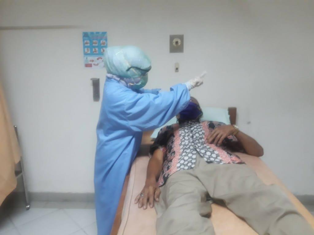Walau tidak ada jadwal praktek, dr.Zam tetap mengajak pasien ke RS.Graha Husada dan langsung ditanganinya