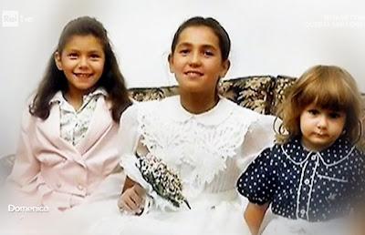 Caterina Balivo da bambina con le sorelle foto