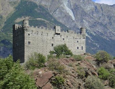 Forte de Bard, Teatro Romano, Aosta, Castelo de Savoia, chateaux Issogne, chateaux de verrès, castelo de Ussel