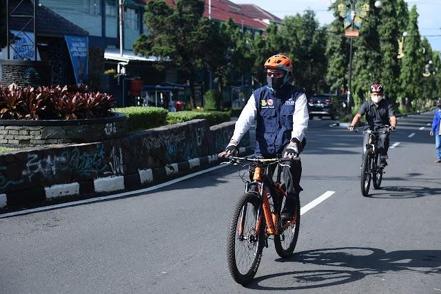 Hari Sepeda Sedunia, Wali Kota Sukabumi Pantau Kota dengan Bersepeda