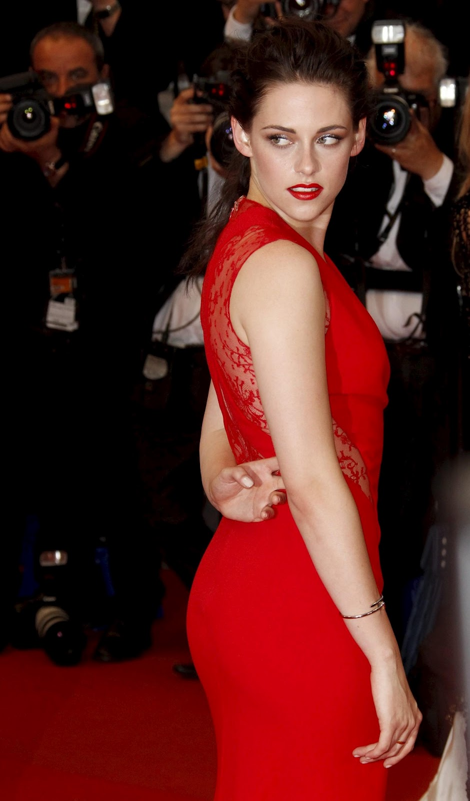 Hrithik Hd Wallpaper Kristen Stewart In Red Gown For Cannes Film Festival