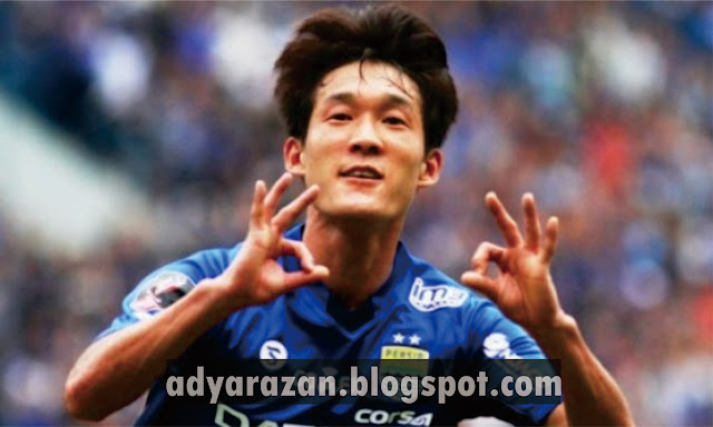 In kyun oh itulah nama pemain sepakbola yang satu ini Biodata In Kyun Oh, Si Gelandang Andalan Persib