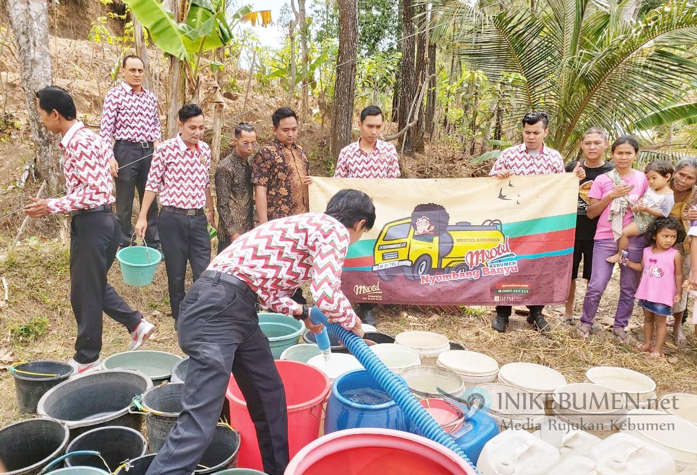 Rayakan Ultah ke-4, Meotel Kebumen Salurkan Bantuan Air Bersih untuk Daerah Kekeringan