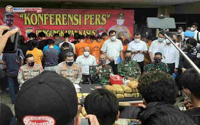 Kapolrestabes Medan Beri Hadiah Supra Fit ke Peltu Eliyaser, Gagalkan Penyelundupan 148 Kg Ganja