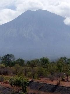 Status AWAS level 4 untuk Gunung Agung
