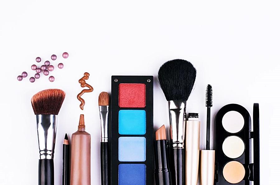 É preciso ficar atento para as datas de validade dos cosméticos!