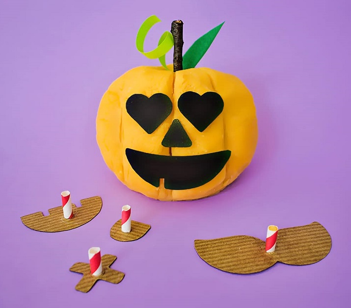 jack-o-lantern pumpkin playdough invitation to play