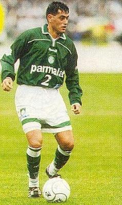 Foto de Arce com a camisa do Palmeiras.