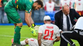 Juventus' Higuain endures head thump in wounding Lecce impasse