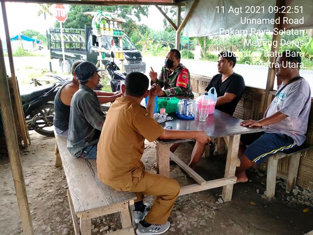 Dengan Cara Komsos Bersama Kadus Dan Masyarakat Personel Jajaran Kodim 0208/Asahan Jalin Silaturahmi