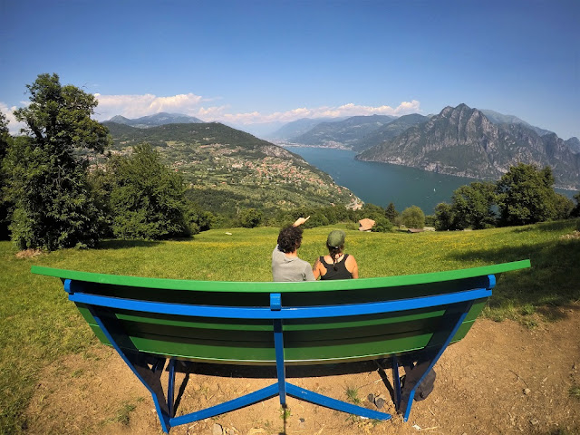panchina gigante verde lago d'Iseo