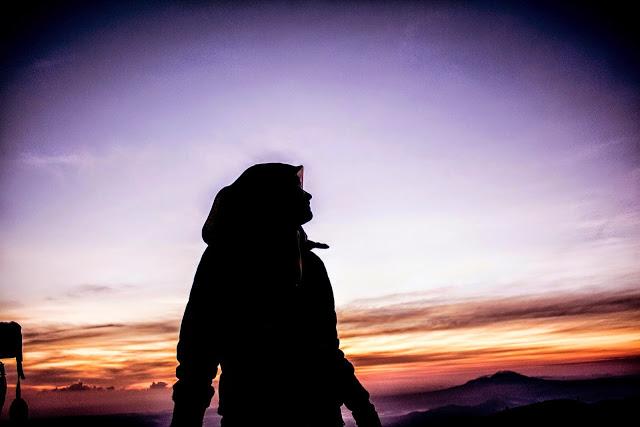Rasa Sakit Akan Membuatmu Lebih Kuat, Patah Hati Akan Membuatmu Lebih Bijaksana...