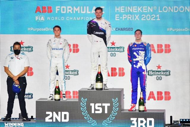 FÓRMULA-E: Jake Dennis festeja em casa a vitória na primeira bateria do Heineken® London E-Prix