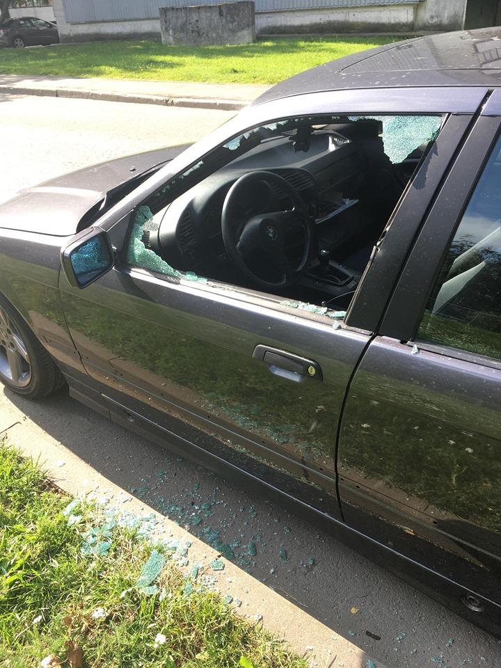 Zaglis izsit mašīnas sānu durvju stiklu