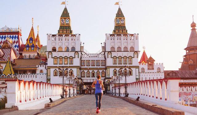 Diện tích rộng lớn cùng một bề dày văn hóa lịch sử đa dạng khiến nhiều người du lịch Nga đều phải lòng sự kiều diễm của đất nước này.