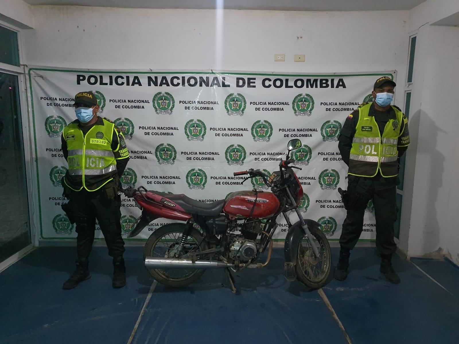 https://www.notasrosas.com/Cuatro personas con Licencias de Tránsito Falsas, capturadas en vías de La Guajira