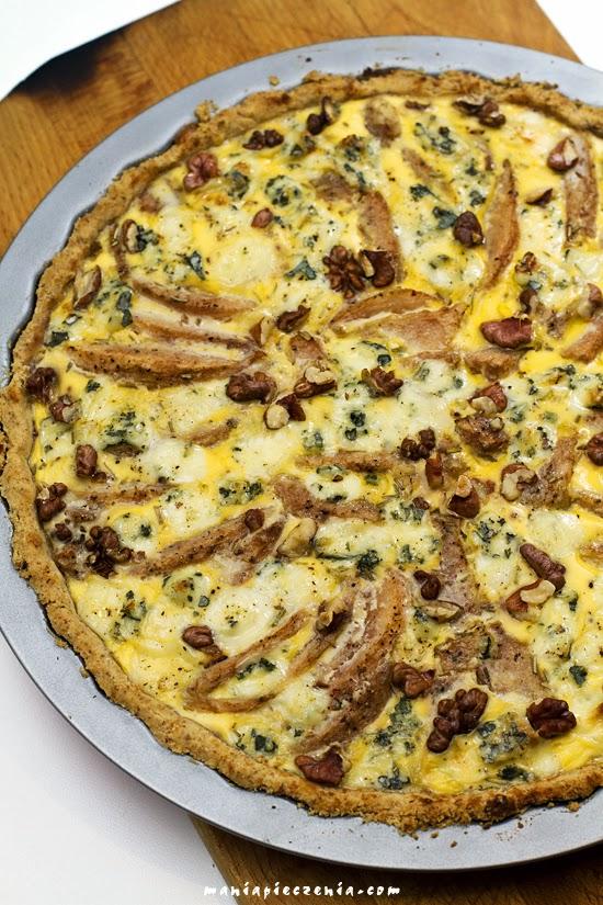 Tarta z gruszkami, serem pleśniowym i orzechami