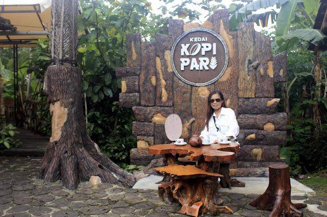 Bersantai Di Kedai Kopi Pari Girimulyo, Kulon Progo, Yogyakarta