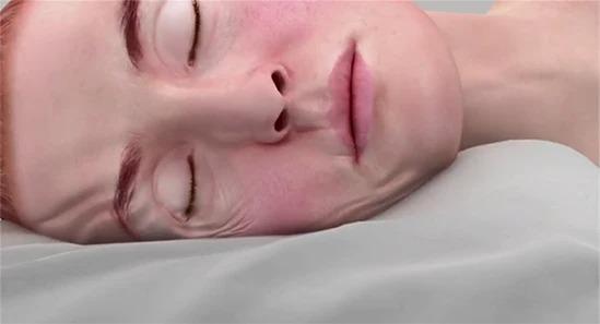 Tư thế ngủ tạo nên những áp lực lên khuôn mặt bạn, phá vỡ collagen, từ đó hình thành nếp nhăn