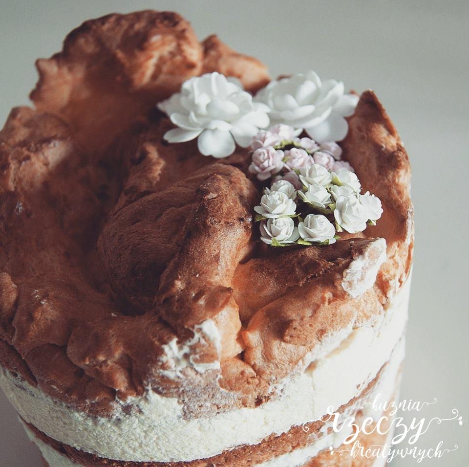 Tort karpatka i biszkopt. Karpatkowy tort. Bita śmietana i masa budyniowa.