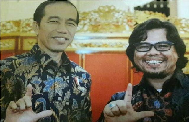 """Gunakan Simbol """"L"""" untuk Dukung Jokowi, Ngabalin 'Digugat' Aktivis Literasi"""