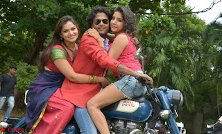 Romantic Stills from Tamil movie Jeyikkira Kuthira 012.jpg