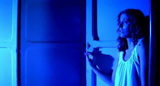 Dunia Sinema Suspiria 1977 Dominasi Cahaya Biru Ruangan