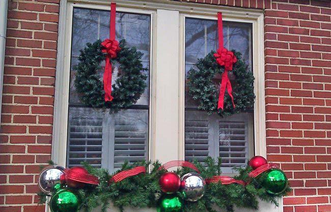 A mi manera decorar las ventanas en navidad for Guirnaldas navidenas para puertas y ventanas