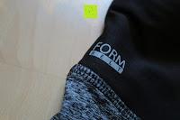 Logo: Laufhose Damen capri mit Hüfttasche für Handy Leggings Fitness Sport tights schwarz muster yoga hose sporthose jogging farbig dreiviertel 3/4 lang von Formbelt