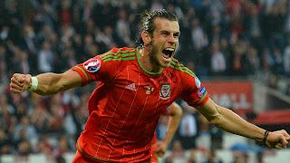 Gareth Bale dengan kostum timnas Wales