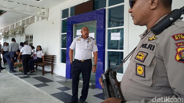 Atasan Sering Dinas Luar Kota, Pegawai Dishub di Papua Segel Kantor