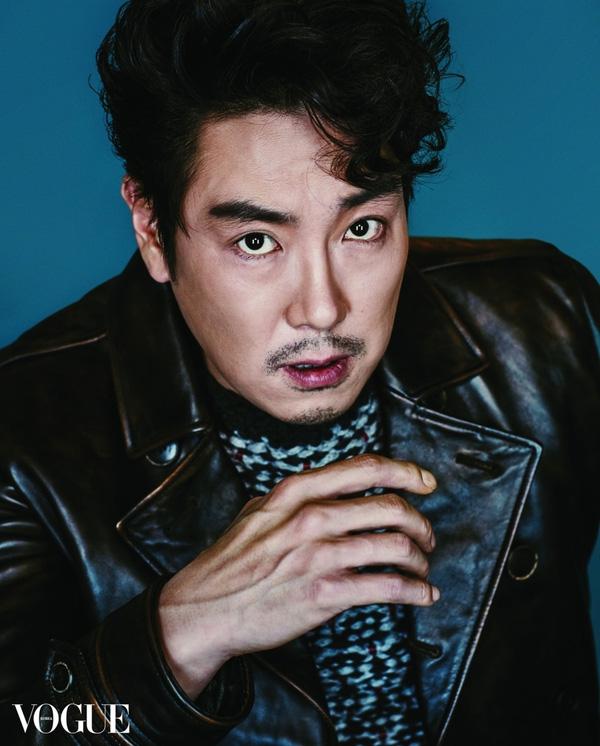 """""""Đại úy"""" Song Joong Ki bất ngờ thua tài tử 40 tuổi Jo Jin Woong trong cuộc bình chọn"""