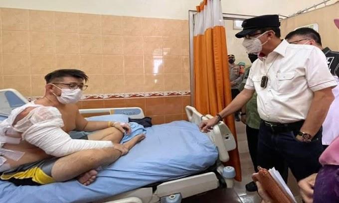 Menteri Hukum dan HAM Yasonna Laoly Jenguk Korban Kebakaran Lapas di RSUD Tangerang