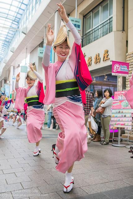 天翔連、高円寺パル商店街での流し踊り、女踊りの写真 3