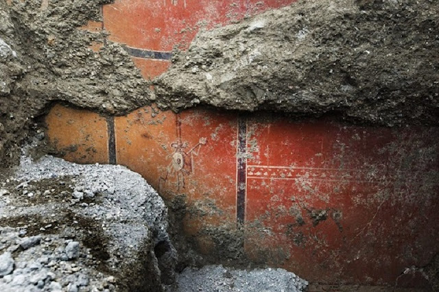 Spectacular wall frescoes discovered at Pompeii