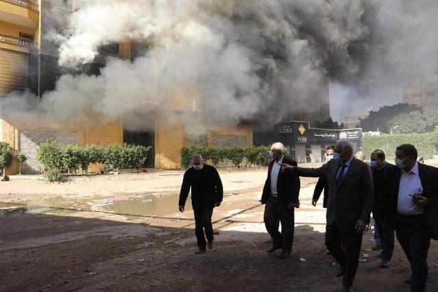 محافظ الجيزة يعاين موقع حريق مخزن للأحذية بعقار بكرداسة