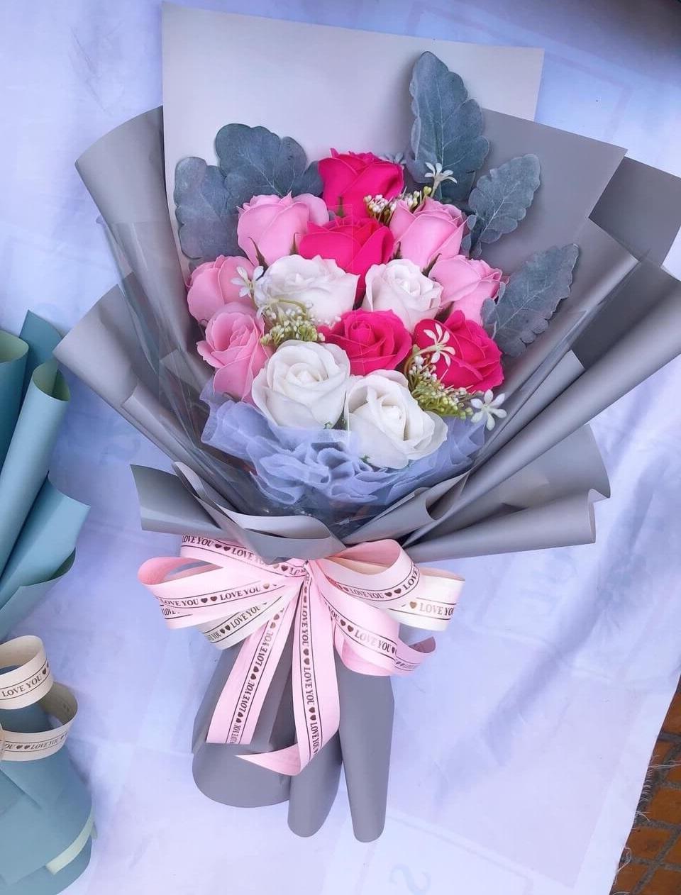 Bó hoa hồng 13 bông nhiều màu