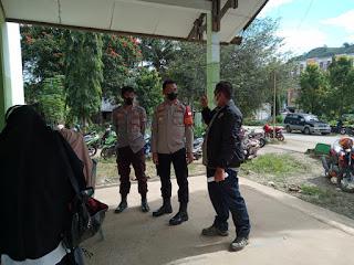 Personel Baraka Polres Enrekang Kawal Vaksinasi di Gedung SRADP Kecamatan Baraka
