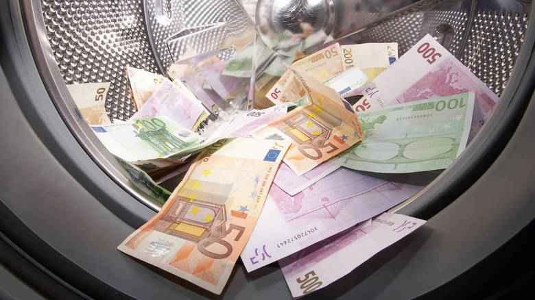 Ξέπλυμα μαύρου χρήματος μέσω καφετεριών και φούρνων