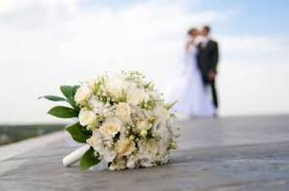 Μυστικός γάμος στη showbiz! Φωτογραφία την ώρα του μυστηρίου!