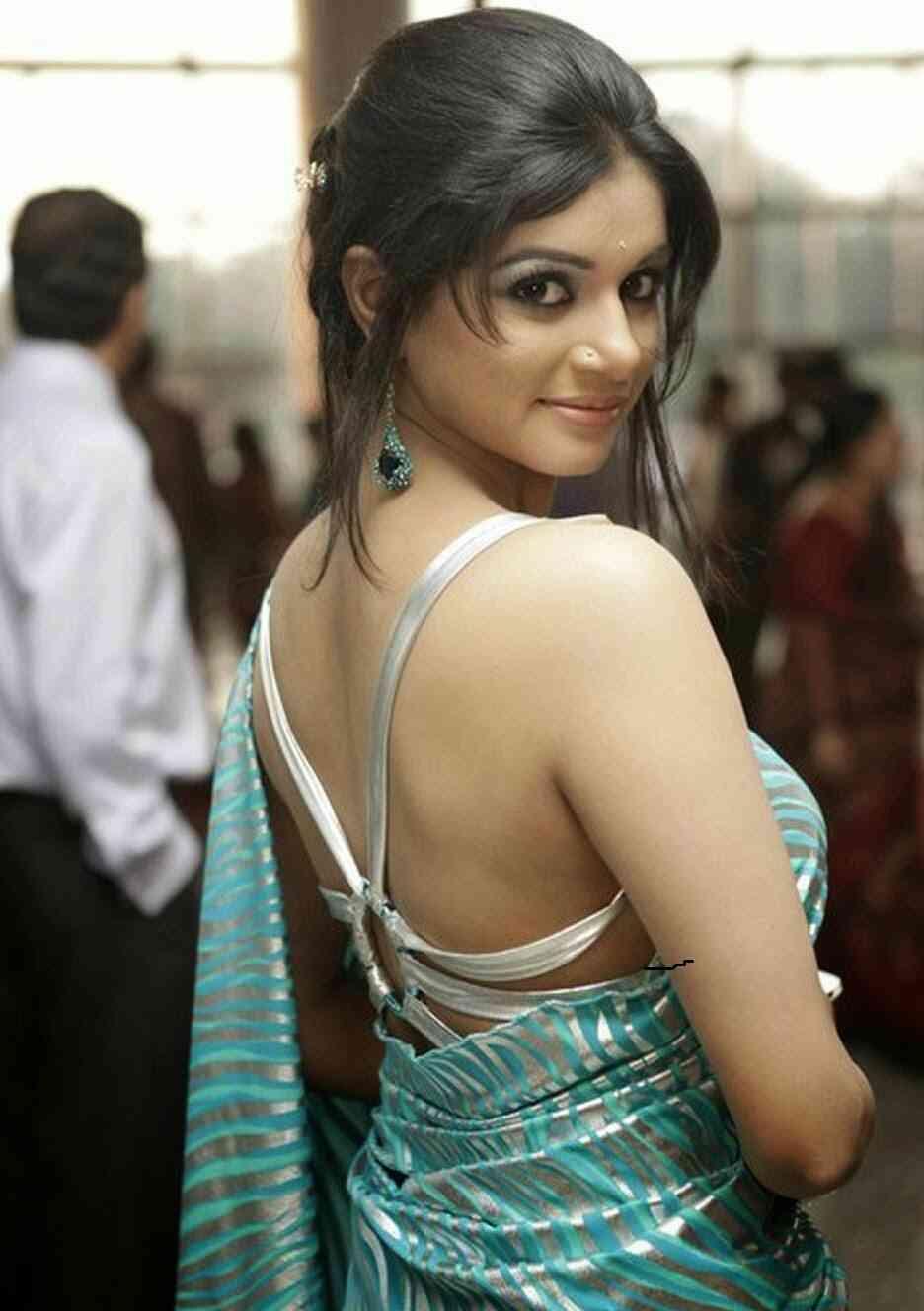 bangladeshi-girls-hot-pic-braless-tits